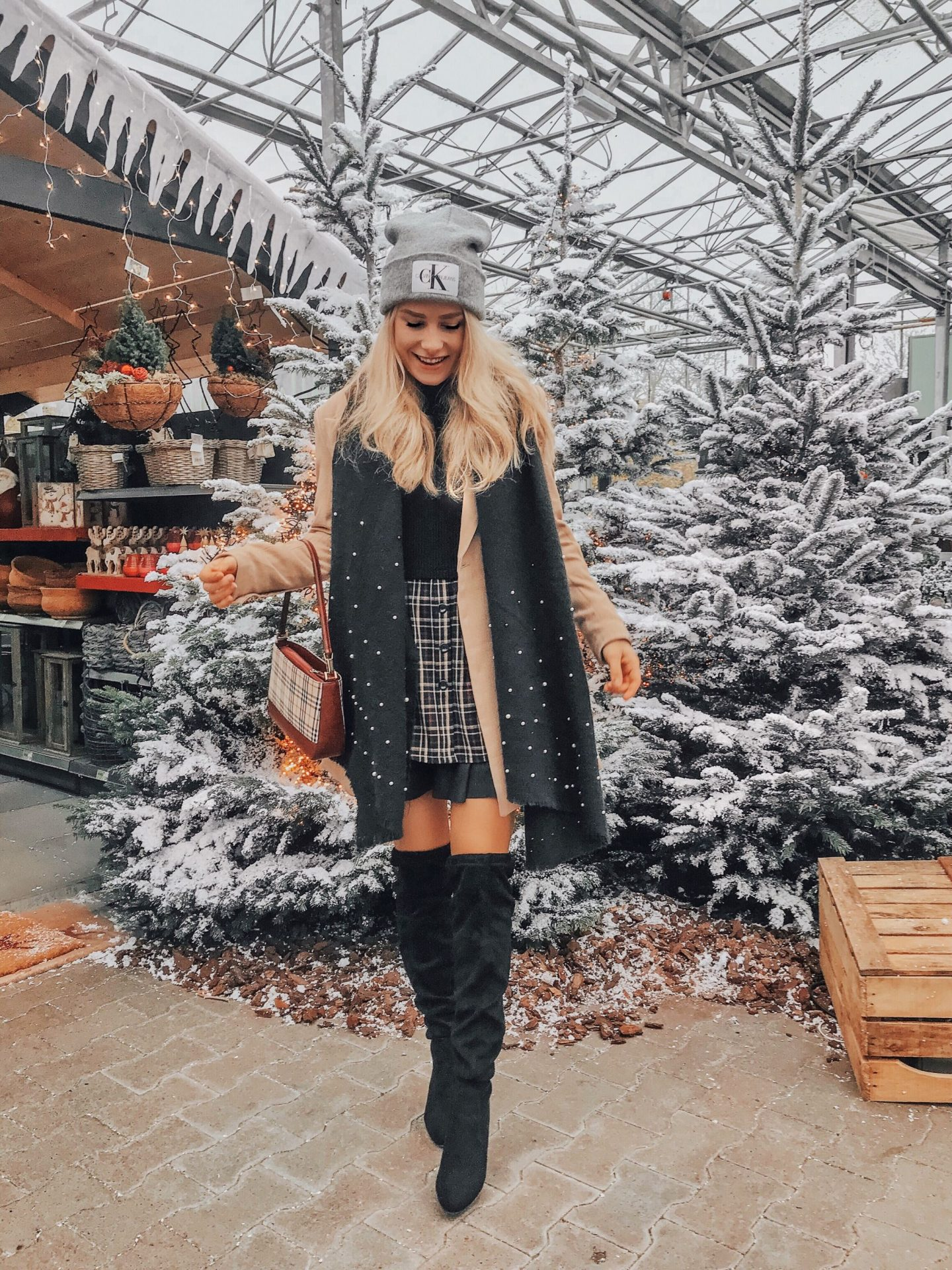 Christmas Decoration Shopping | Burberry Outfit
